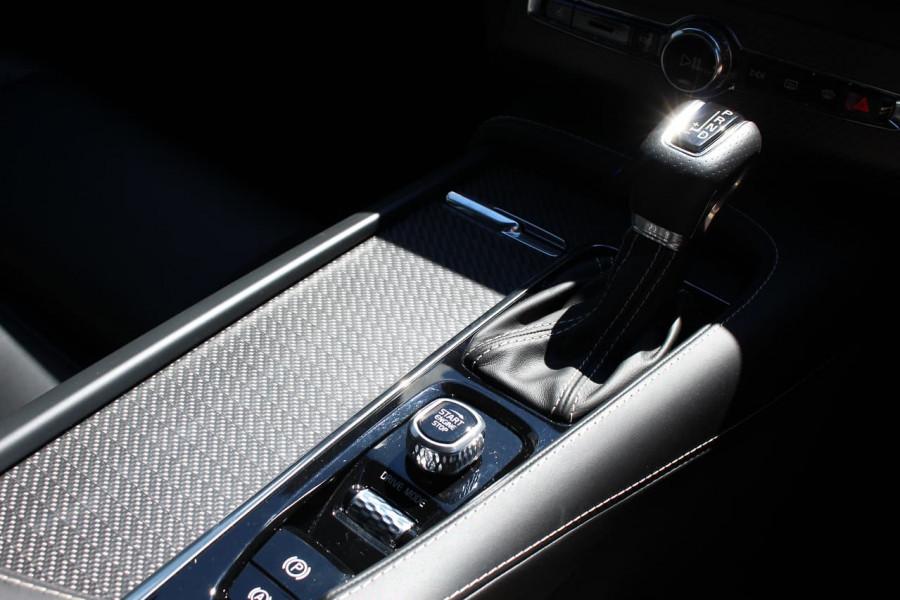 2018 Volvo XC90 L Series D5 R-Design Suv Mobile Image 18