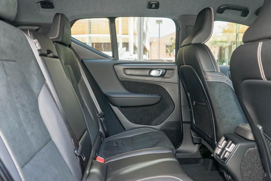 2019 Volvo XC40 XZ T5 R-Design Suv Mobile Image 9