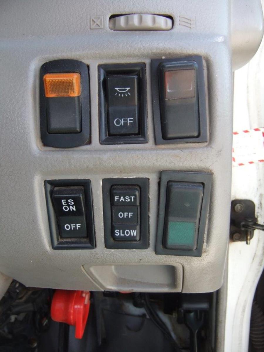2002 Hino trucks 300 Image 17