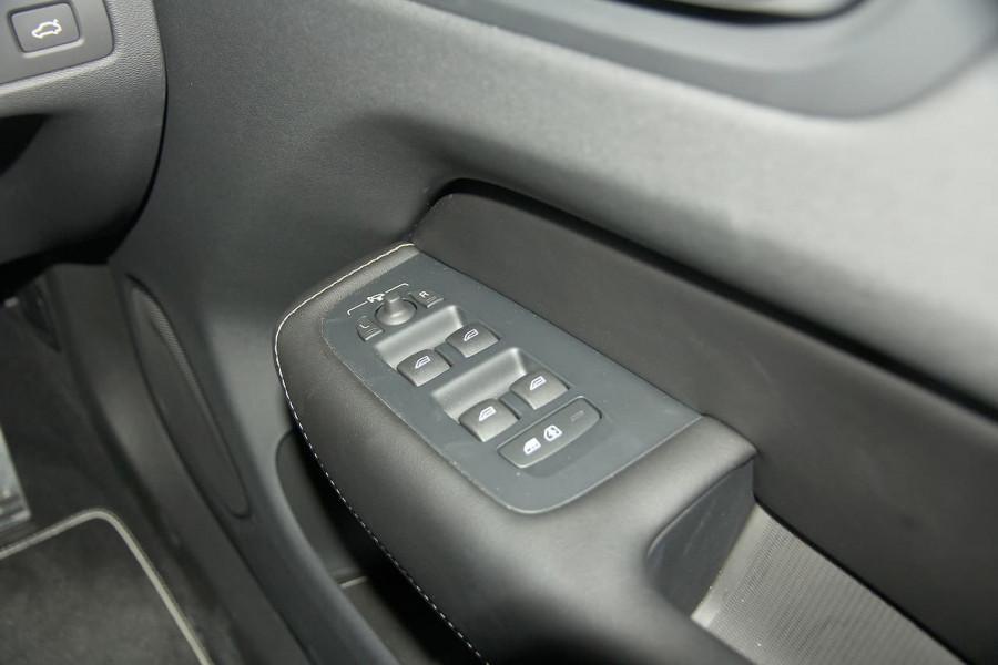 2019 Volvo XC60 UZ D5 R-Design Suv Image 12