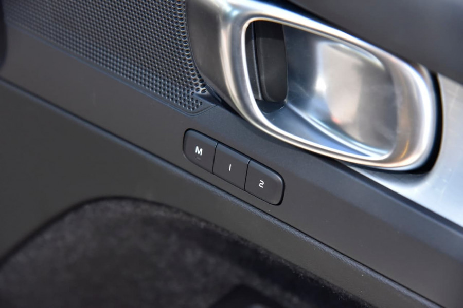 2020 MY21 Volvo XC40 XZ T4 Momentum Suv Image 12