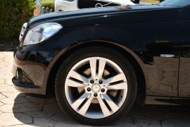 2011 Mercedes-Benz C-class W204 MY11 C200 BlueEFFICIENCY Sedan Image 5