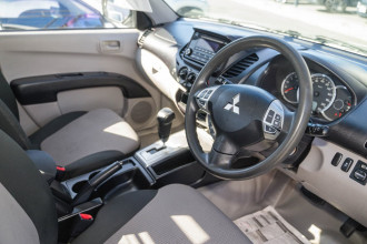 2014 Mitsubishi Triton MN MY15 GLX Cab chassis Image 3