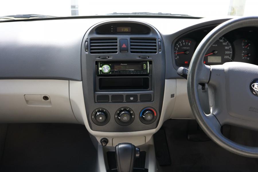 2005 MY04 Kia Cerato LD MY04 Sedan Image 10