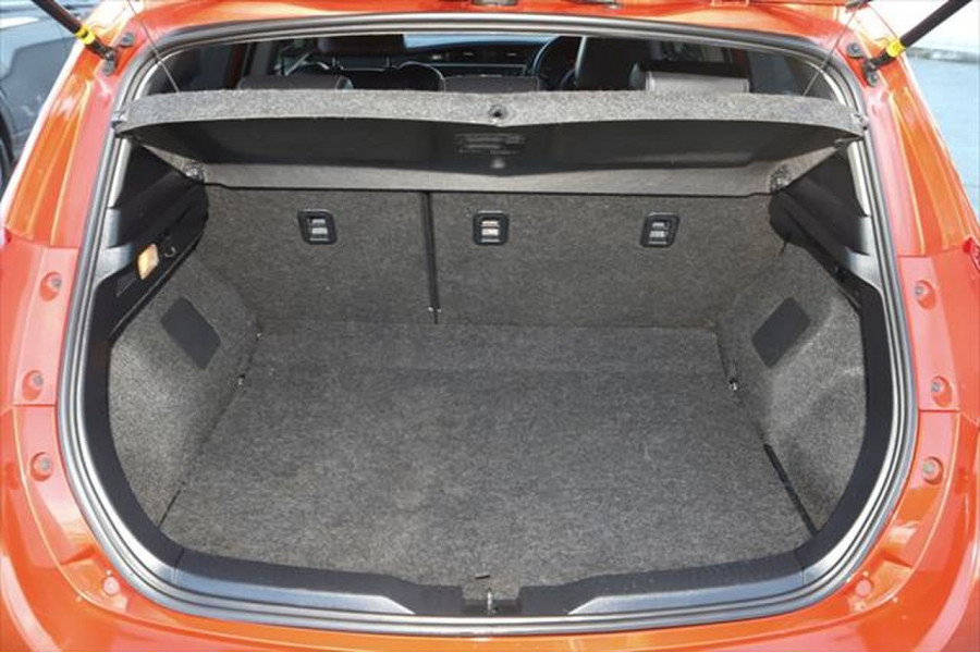 2013 Toyota Corolla ZRE182R Levin ZR Hatchback