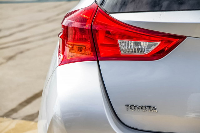 2012 Toyota Corolla ZRE182R Ascent Sport Hatchback Image 17