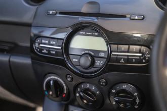 2013 Mazda 2 DE Series 2 MY13 Neo Hatchback Image 3