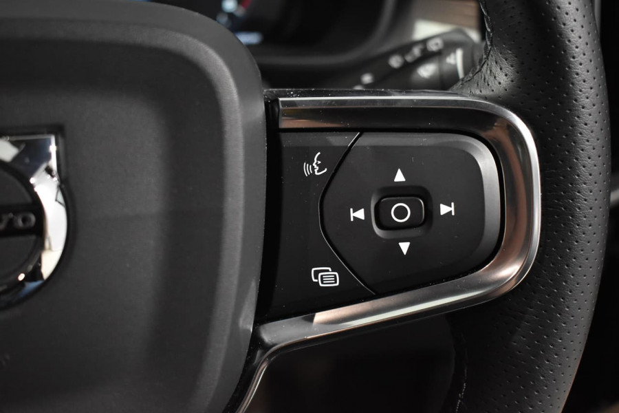 2019 Volvo Xc40 (No Series) MY19 T4 Momentum Suv Mobile Image 16