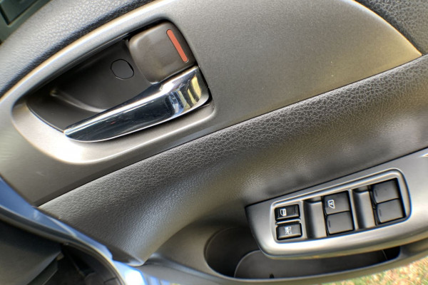2011 Subaru Impreza G3 MY11 R Sedan Image 4
