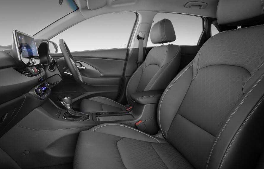 i30 Hatch Leather appointed-interior.<sup>[P3]</sup>