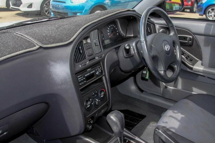 2005 Hyundai Elantra XD 05 Upgrade 2.0 HVT Hatchback Image 8