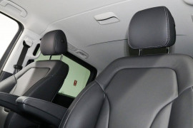 2018 Mercedes-Benz V Class Van Image 5