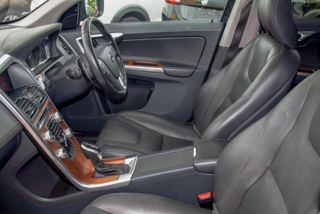 2016 Volvo XC60 D5 Luxury 9 of 22