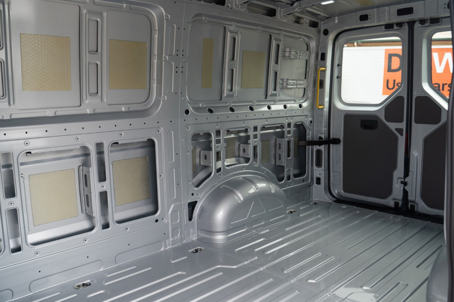 2019 MY20 Volkswagen Crafter SY1 35 Van MWB Van Image 13