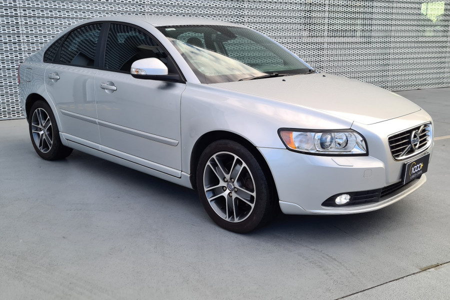 2012 Volvo S40 Vehicle Description. M  MY12 T5 Lifestyle SED GEAR 5sp 2.5T T5 Sedan