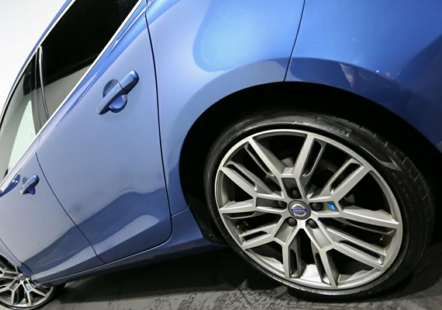 2016 Volvo V40 Volvo V40 T5 R-Design Auto T5 R-design Hatchback