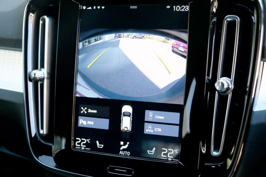 2019 Volvo XC40 XZ T4 Momentum Suv Mobile Image 12