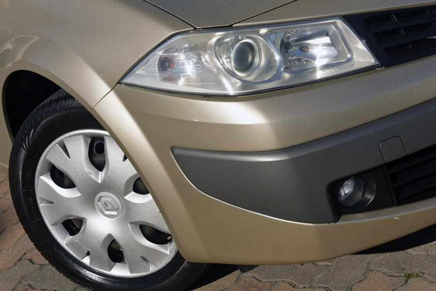 2006 Renault Megane II L84 Expression Sedan Mobile Image 2