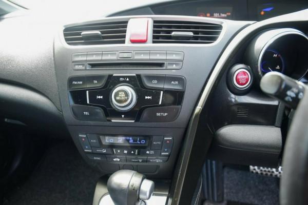 2013 Honda Civic 9th Gen Ser II VTi Sedan image 12