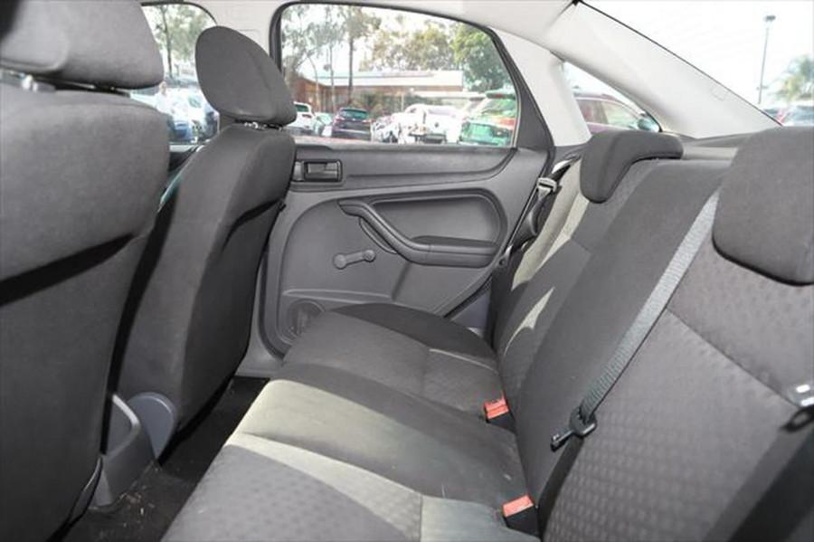 2007 Ford Focus LT CL Sedan Image 9