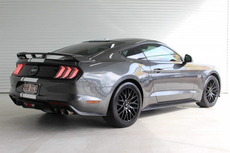 2019 Ford Mustang Coupe Image 2