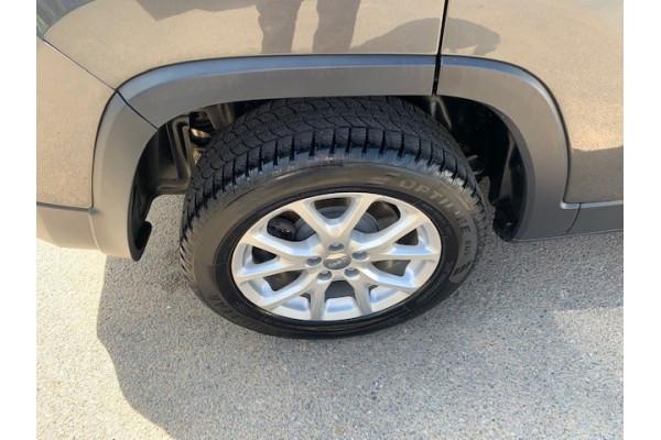2014 MY15 Jeep Cherokee KL MY15 LONGITUDE Suv Image 4