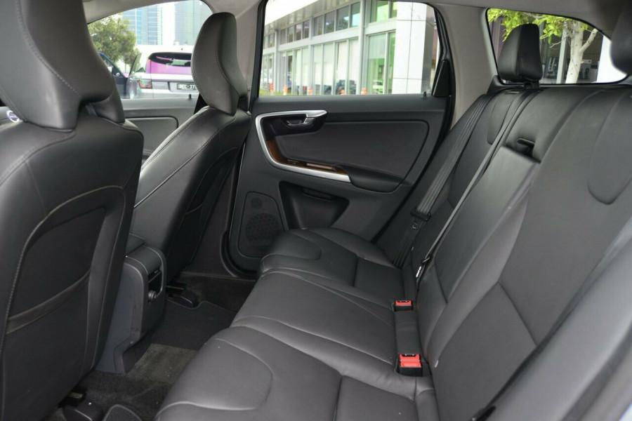 2015 Volvo XC60 LUXURY Suv Image 8