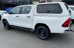 2017 Toyota HiLux GUN126R Turbo SR 4x4 double cab Image 4