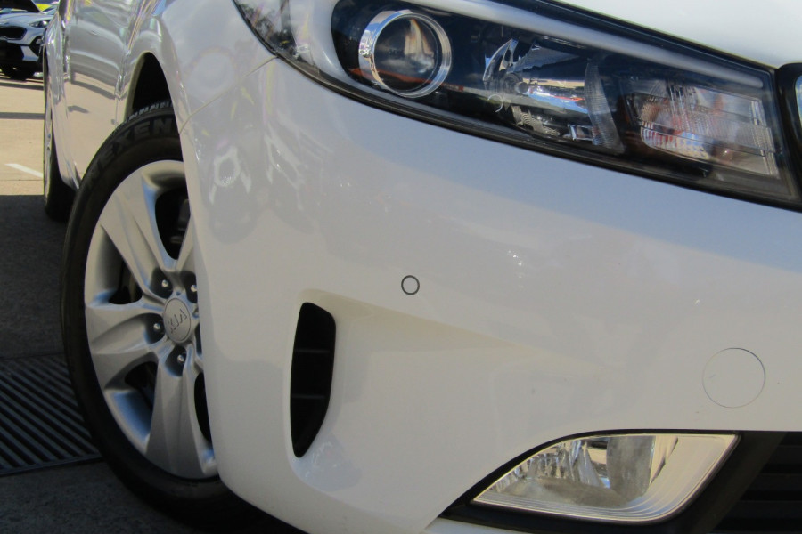 2018 Kia Cerato YD S Hatchback Image 2