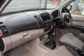 2011 Mitsubishi Triton MN MY11 GL Cab chassis Image 4