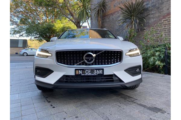 2022 MYon Volvo V60 B5 Cross Country Wagon Image 3