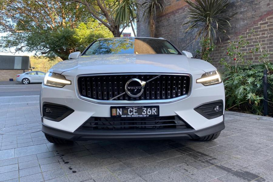2022 Volvo V60 B5 Cross Country
