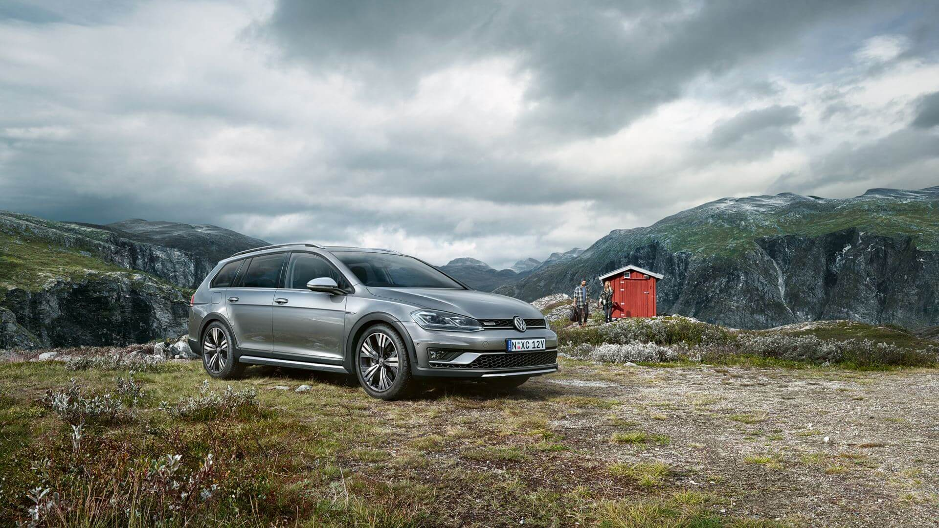 <strong>Golf Alltrack</strong><br>All tracks lead to adventure. Image