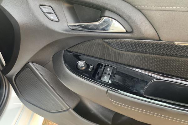2015 MY16 Holden Ute VF II MY16 SS V Ute Image 4