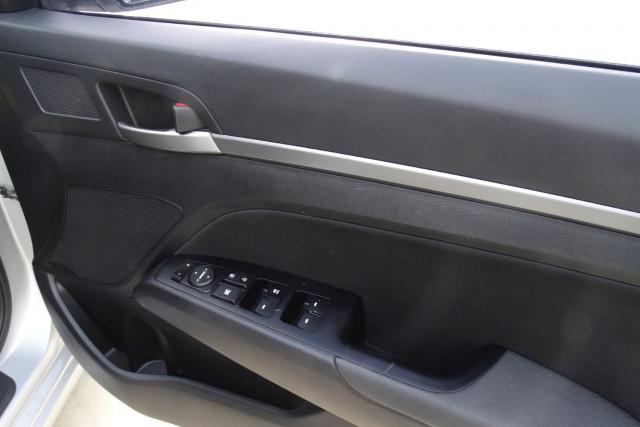 2016 Hyundai Elantra Active 17 of 27