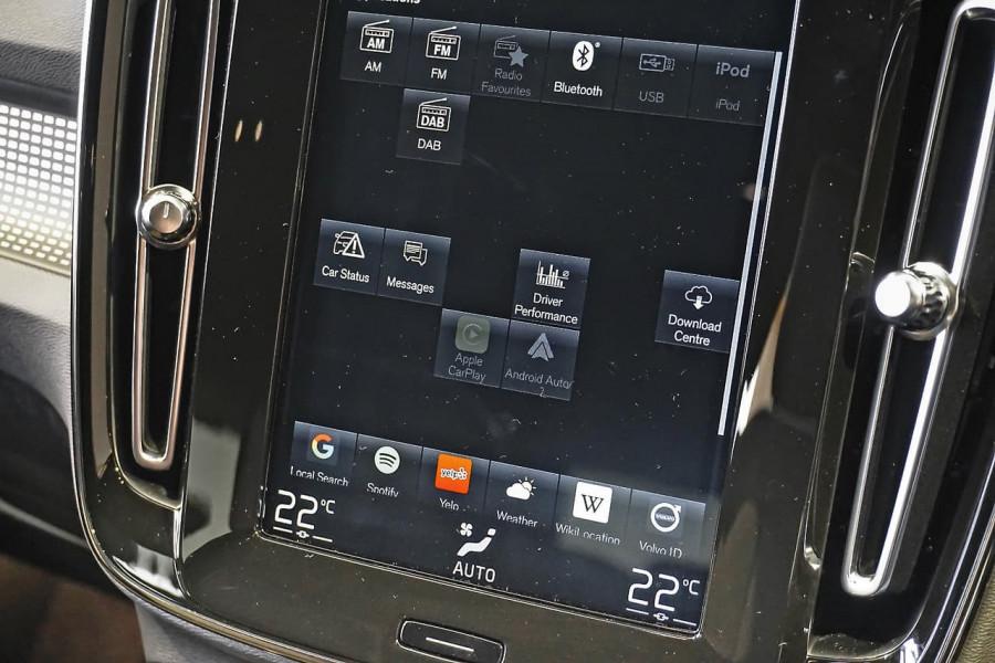 2019 Volvo XC40 T5 R-Design Suv Mobile Image 10