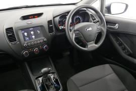 2018 Kia Cerato Hatch YD S with AV Hatchback