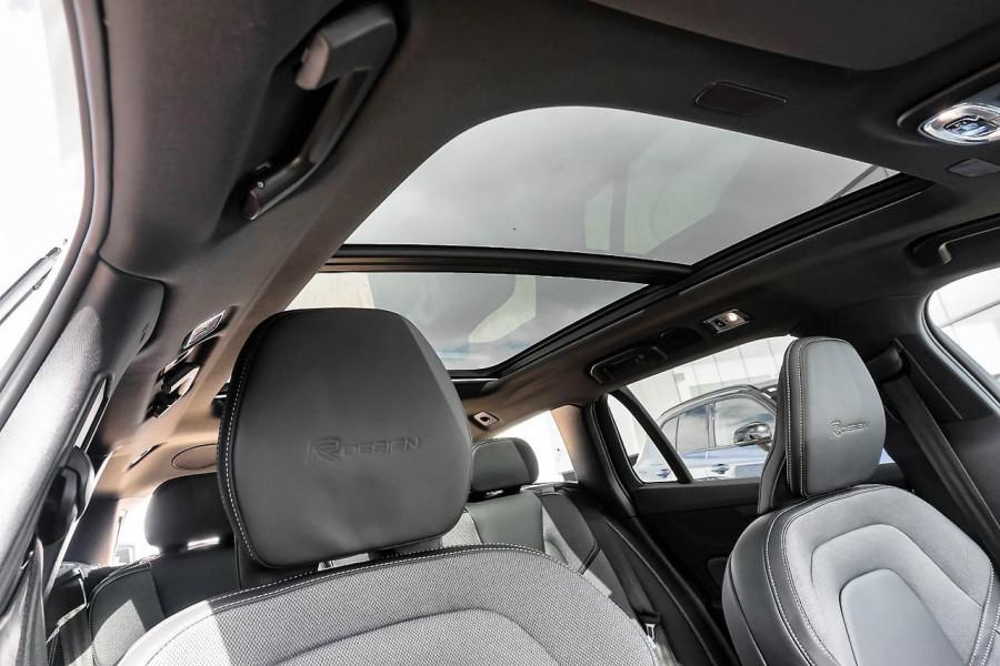 2019 Volvo V60 (No Series) MY20 T5 R-Design Wagon Mobile Image 17