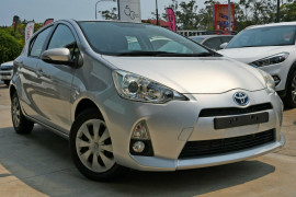 Toyota Prius c E-CVT NHP10R