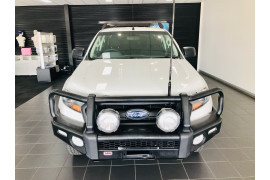 2016 Ford Ranger Cab chassis Image 2