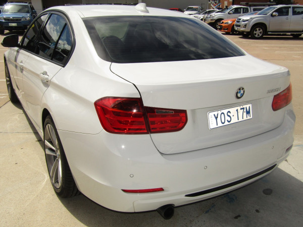 2013 BMW 3 Series F30  320i Sedan Image 4