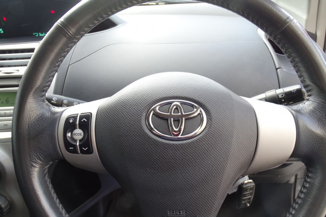2006 Toyota Yaris YRS 12 of 22