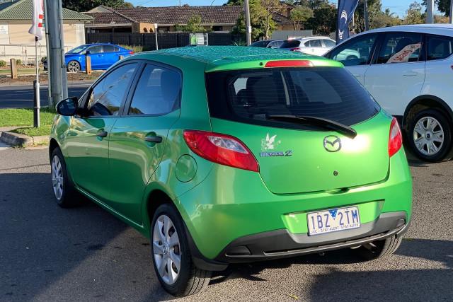 2010 Mazda 2 Neo 14 of 22