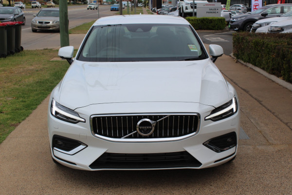 2020 Volvo S60 Z Series T5 Inscription Sedan Image 2