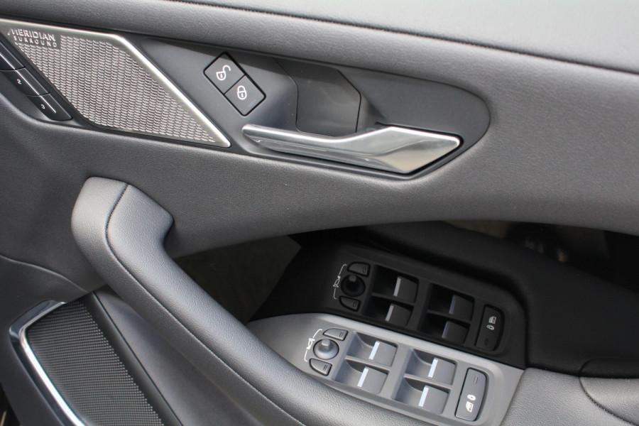 2009 MY20 Jaguar I-PACE X590 SE Hatchback Image 12