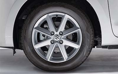 "<img src=""15"" Silver Painted Alloy Wheel"