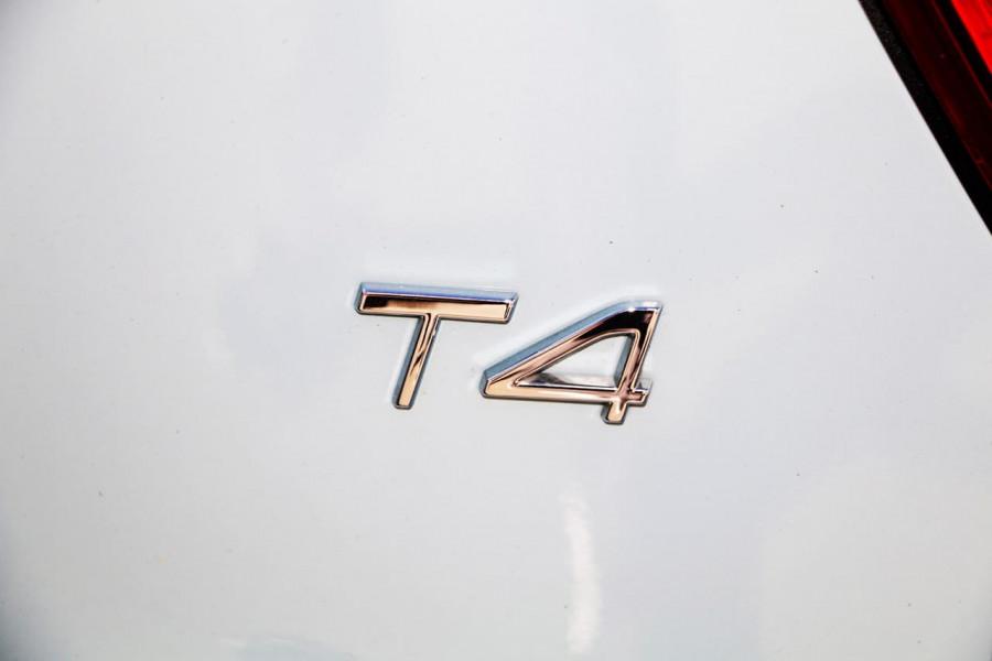 2019 Volvo XC40 XZ T4 Momentum Suv Mobile Image 10