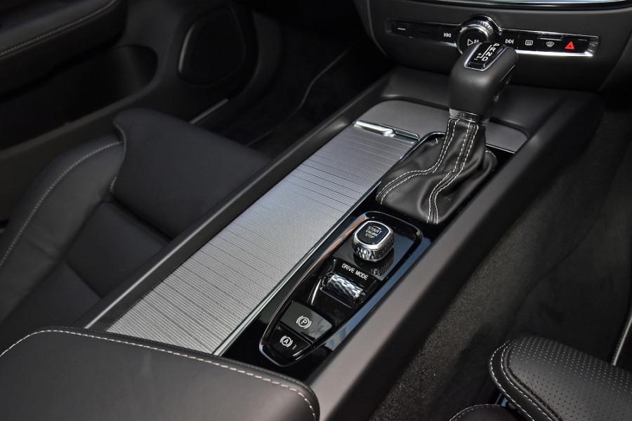 2020 Volvo V60 T5 R-Design T5 R-Design Wagon Mobile Image 17