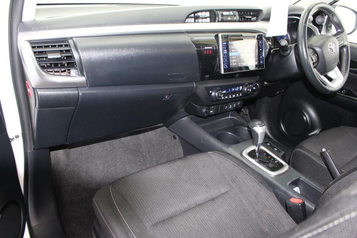 2016 Toyota HiLux GUN126R SR5 Utility Image 11
