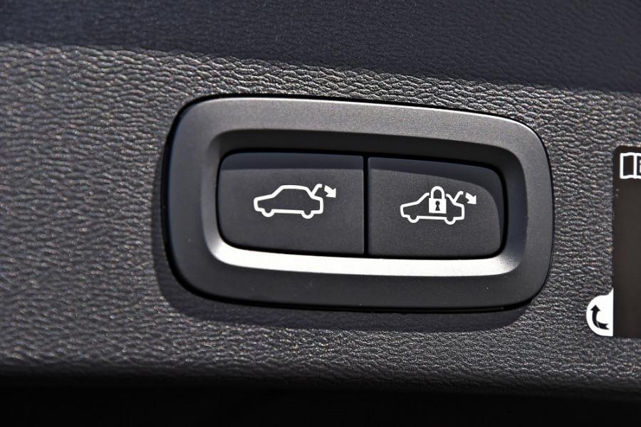 2019 Volvo XC40 XZ T4 Inscription Suv Mobile Image 22